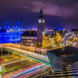 Hamburg, DE - Landungsbrücken