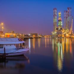 IJmuiden, NL - Oil rig